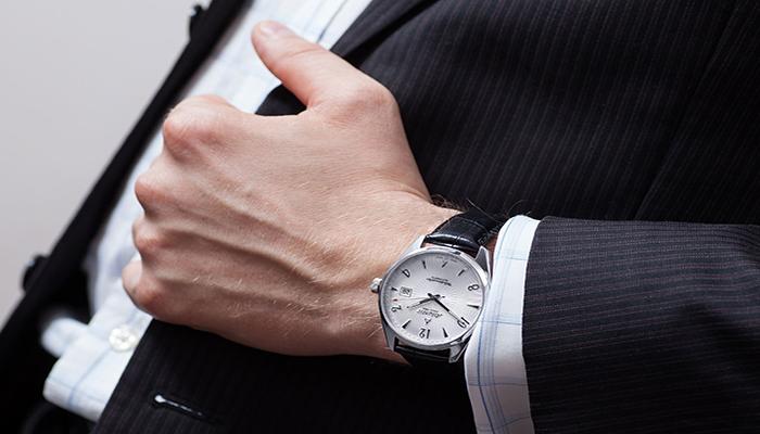 1 sự lôi cuốn của đồng hồ automatic chính hãng